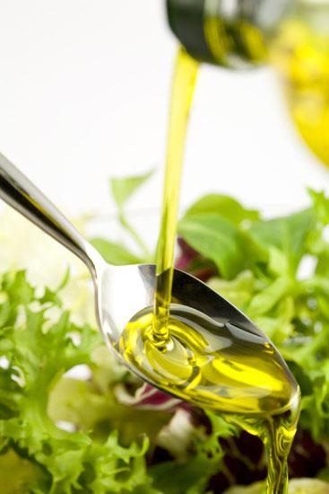 От оливкового масла волосы светлеют